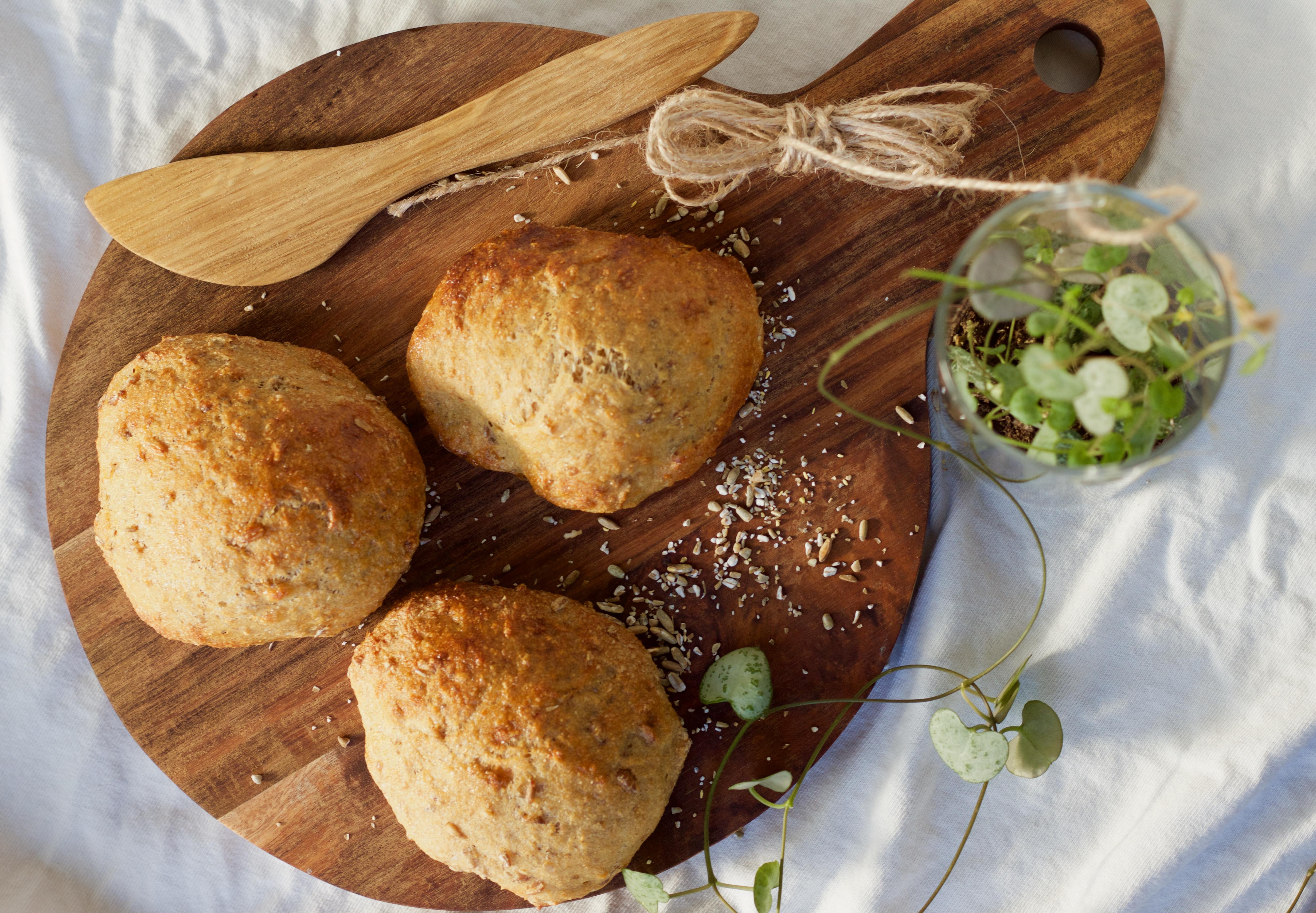 Langtidshævede Fuldkornsboller Med Hvid Hvede Suitfood