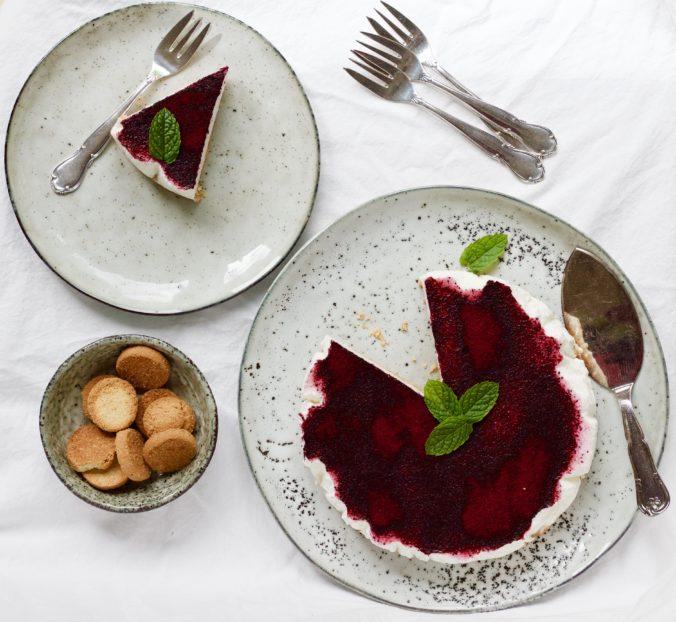Billede af Koldskålscheesecake med blåbær støv