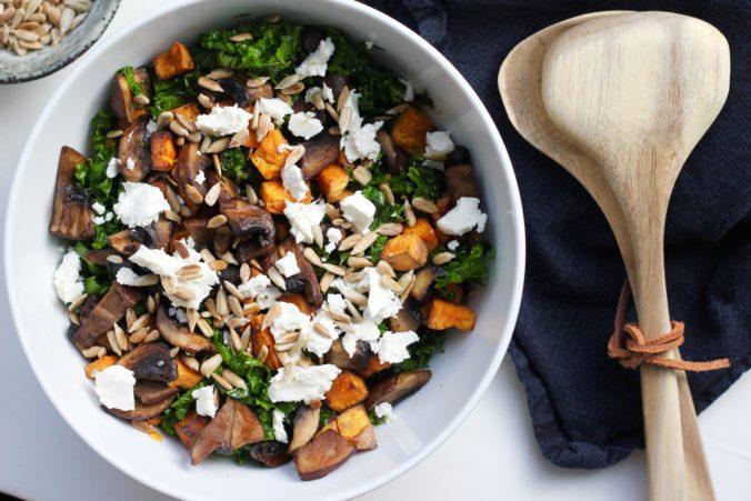 Billede af Sød kartoffel salat med stegte portobellosvampe og grønkål