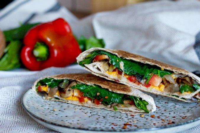 Billeder af Enchiladas med spinat, stegte svampe og cheddar ost