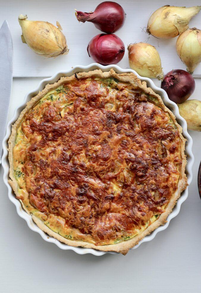 Billede af Tærte med karamelliserede løg, spinat og mozzarella