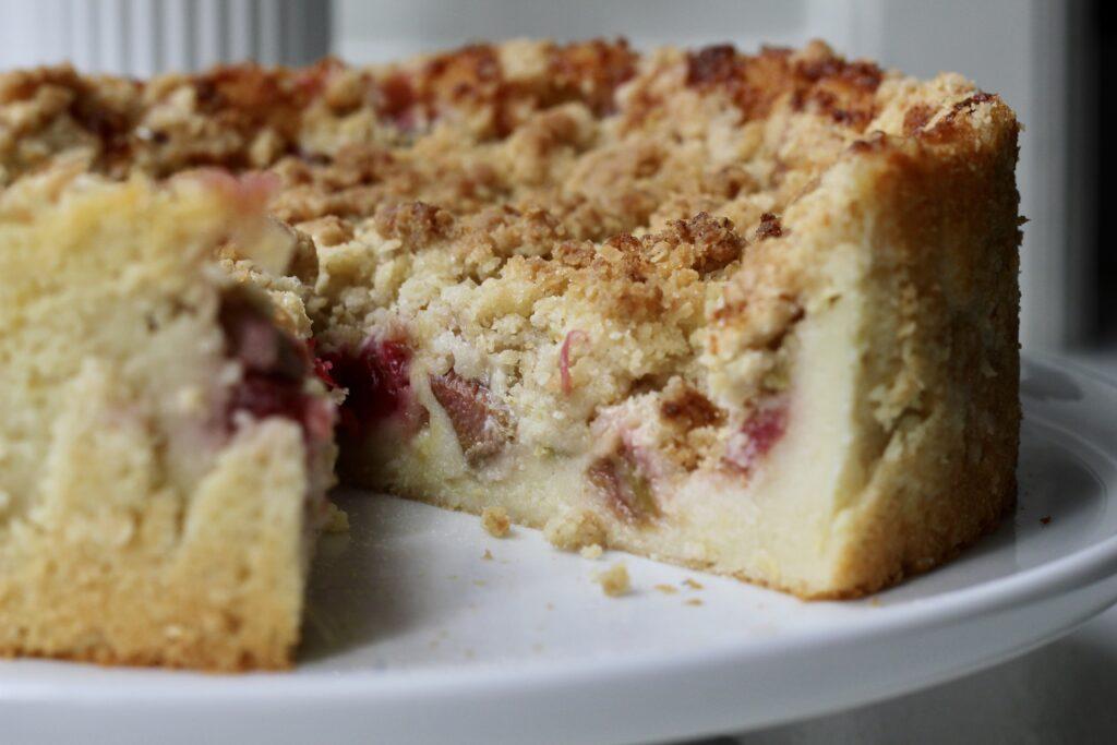 Billede af Yoghurtkage med rabarber og crumble